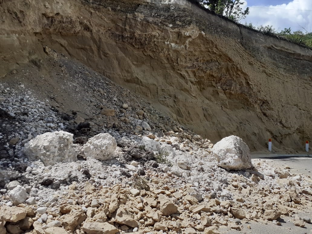 A tan sólo 2 meses de Apoteósica Inauguración: Carretera Cruce Nuevo Tingo – Estación Telecabinas Kuélap ya muestra fallas y deterioro.