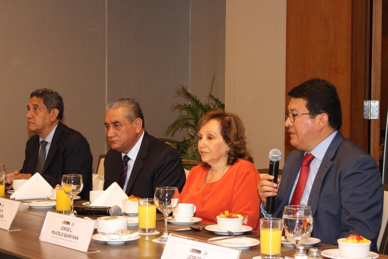 Jefe del INIA se reúne con gobernadores regionales para lograr fortalecer sector agrario.