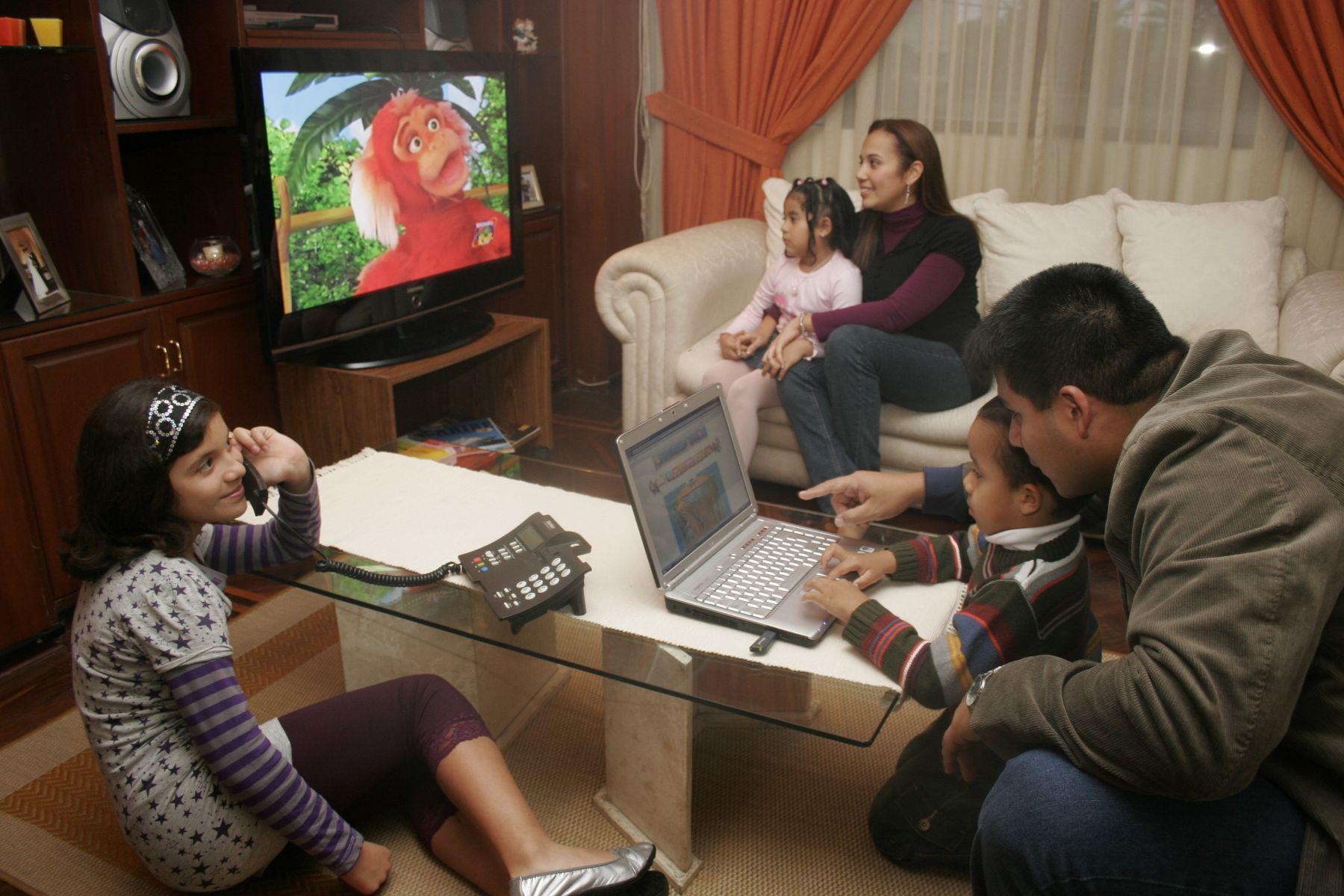 ¿Cómo afrontan los peruanos el aislamiento social en sus hogares?